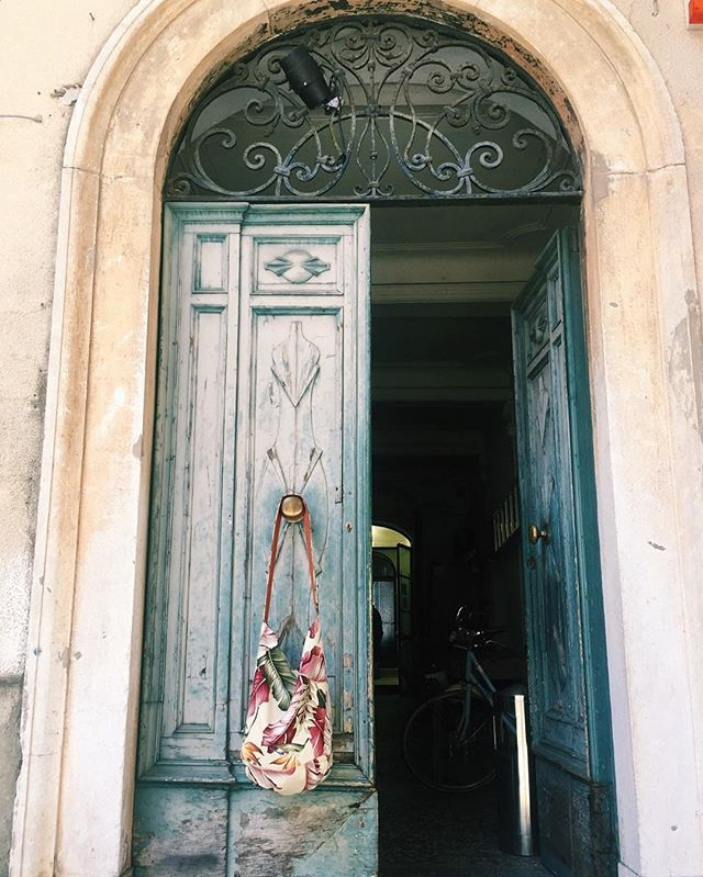 Front door goals in Italy #VagabondandCompany #italyiloveyou // @vagabondcompany
