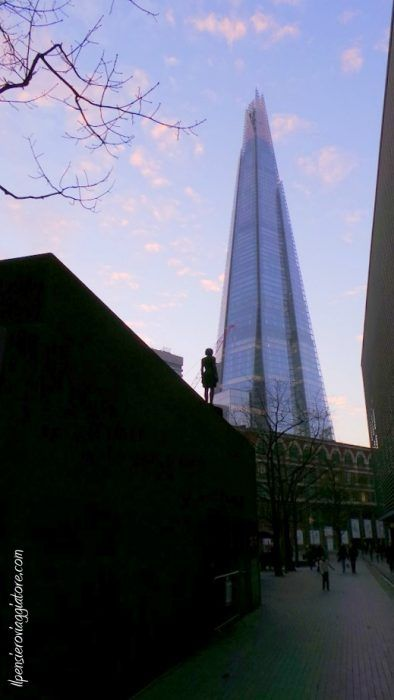 Grattacieli vicino alla City Hall. LONDRA