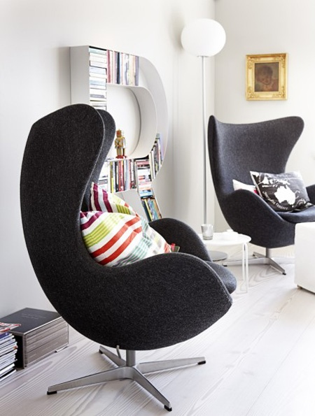 Arne Jacobsen style 'Egg chairs'....I love their form!!