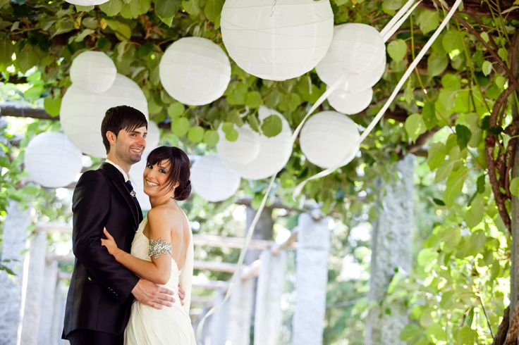 Paper Lanterns!Outdoor Wedding, Wedding Receptions, Chinese Lanterns, Wedding Decor, Wedding Tables Centerpieces, Wedding Lanterns, Grape Arbors, Wedding Centerpieces, Chine Lanterns