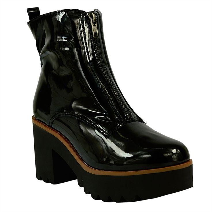 bota coturno em verniz preto, zíper frontal na cor onix, faixa marrom, salto com 8 cm, plataforma de 3,5 cm e solado tratorado.