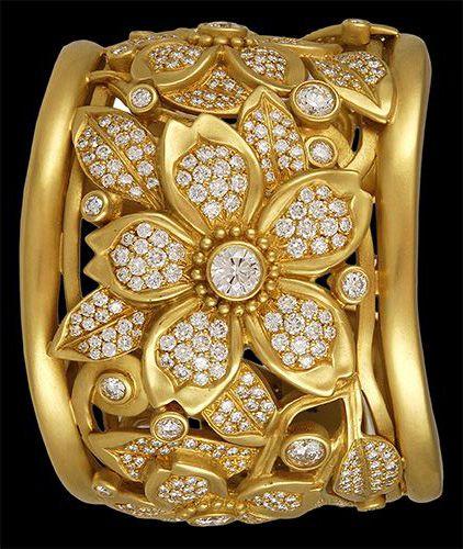 Gold cuff and diamonds