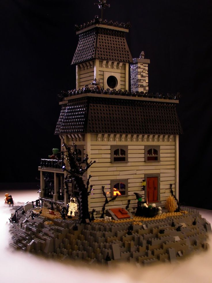 Amazing what can be done with legos these days - Lego Haunted House