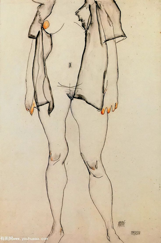 torso di donna in piedi con camicia grigia