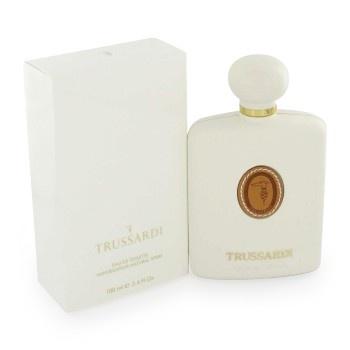 Trussardi parfum door Trussardi bevat een mix van bloemen, fruit, sandelhout en patchouli. Romantisch en verleidelijk.