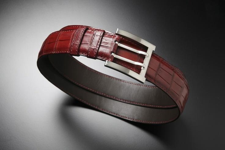 #Luxury #bespoke #dark #red #alligator #belt entirely #handstitched and #handsewn with #linenstitch- #Ceinture de #luxe en #alligator  #rouge #patinée  #sur-mesure #DuretParis #madeinfrance