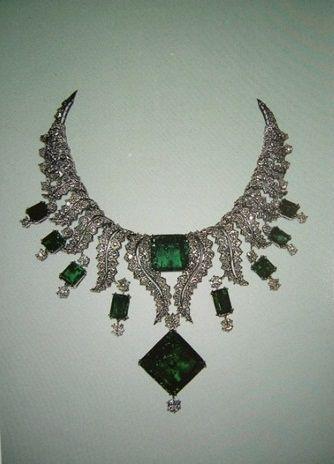 Collier collier d'émeraudes des Joyaux de la Couronne iraniens