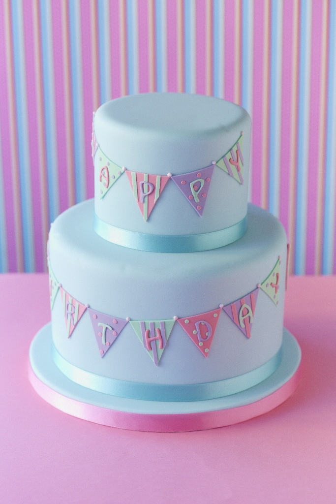 #CakeDecorating Bunting #Cake Party Feel with The Party bunting Cake! #Issue45