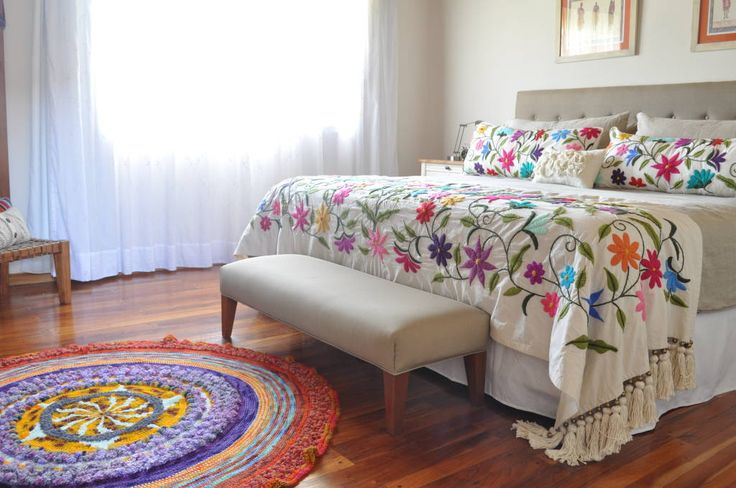 Mirá imágenes de diseños de Dormitorios estilo moderno}: Bordados 100% a mano. Encontrá las mejores fotos para inspirarte y creá tu hogar perfecto.