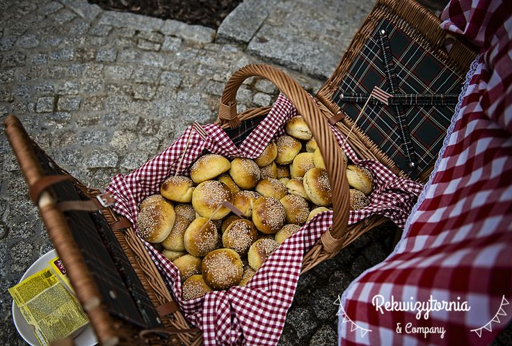 Bułeczki, jak zdradziła gospodyni przyjęcia były wg przepisu na hamburgerowe bułeczki z bloga Moje Wypieki #bułeczkihamburgerowe #mojewypieki #burgery #rekwizytorniaandcompany #piknik #gardenparty #wynajemdekoracji