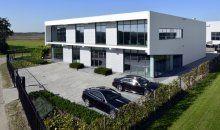 Mooie foto van een bedrijfsruimte met kantoor en dakterras in Lelystad. Ontwerp: Architectenburo De Jonge bv uit Kats