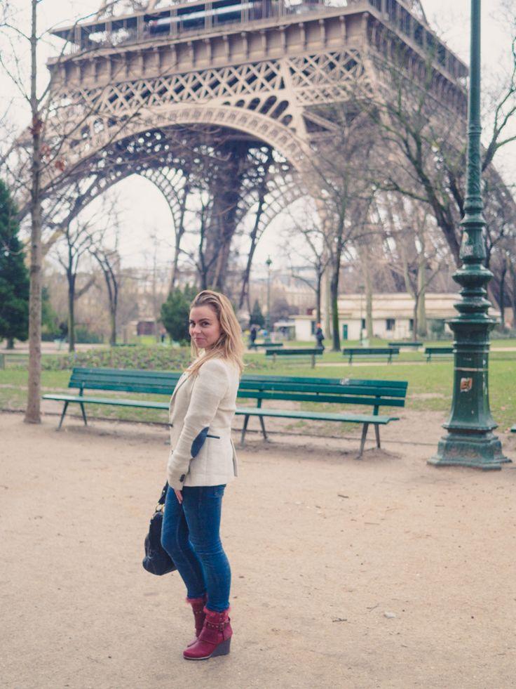The British Girl Beth and her Attunga's spotted a The Eiffel Tower. #koalabi #thebritishgirl #attunga #ParisKoalabi