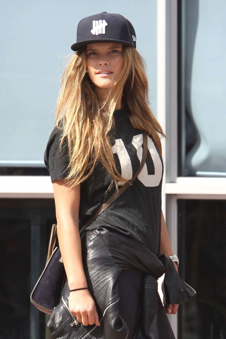 Nina Agdal and her boyfriend Reid Heidenry spotted out for lunch with friends - http://celebs-life.com/?p=81973