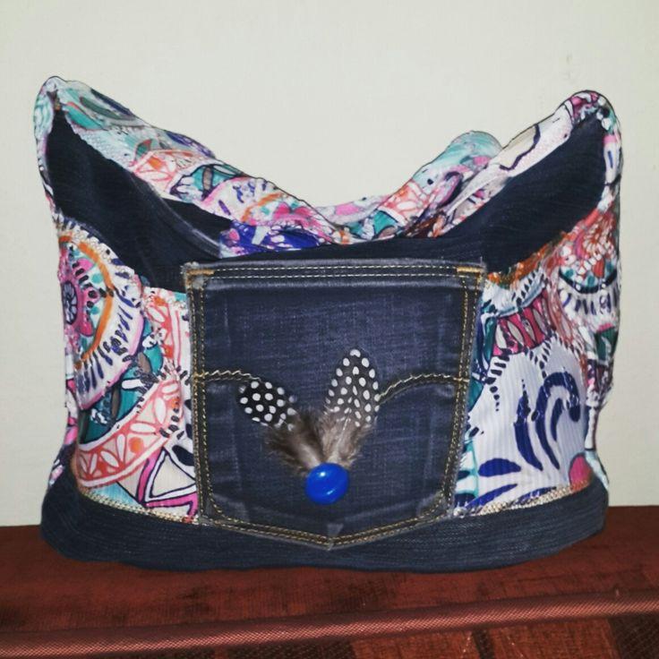 Kot çanta kumaş ve tüy detaylı