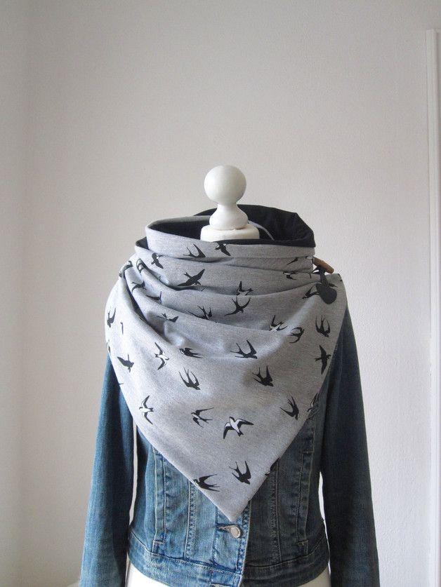 Ein toller Wickelschal und ein echter Hingucker ...  Ein wunderschöner Wickelschal aus einem weichen Baumwollsweat in grau mit vielen Schwalben in schwarz und weiß, in Kombination mit einem...