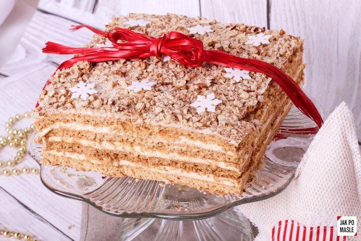 Niedługo święta, a to oznacza pyszne wypieki! Jednym z moich ulubionych ciast jest miodownik. Wieki go nie jadłam, a jeszcze dłużej nie robiłam. Puszyste, pachnące miodem i nie za słodkie - takie jest idealne ciasto na święta Bożego Narodzenia!  Co do innych zalet tego ciasta, to koniecznie muszę wspomnieć o tym, że jest łatwe w przygotowaniu i tanie. A jego smak? Czysta poezja! :) Nie można go pomylić z żadnym innym.