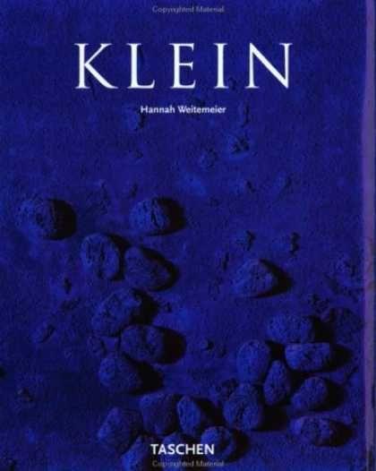 """Em meado dos anos cinquenta, Yves Klein (1928 - 1962) conquistou o mundo da arte, declarando que """"um novo mundo exige um novo homem"""". Seu estilo idiossincrático e seu enorme carisma o coloca em uma carreira juvenil na grande capital da arte, Paris. logo suas famosas fotos azuis, telas de grande formato concebidas como  espaços de meditação, faziam-lhe um nome muito além da França."""