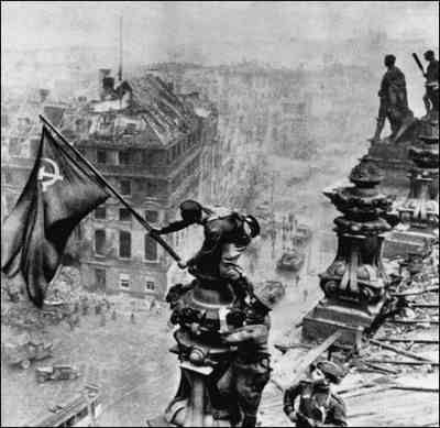 wwii raising the flag