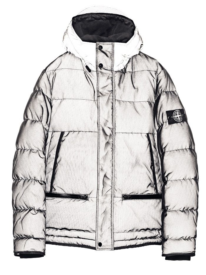 45561 MESH REFLECTIVE Hooded down jacket in Mesh Reflective. The historical Reflective Jacket, made in a highly refractive material owing to a coating made of thousand of glass microspheres, is layered on the outer side with an industrial feel nylon run-proof mesh which enhances the refracting qualities of the internal fabric creating optical and three-dimensional effects.