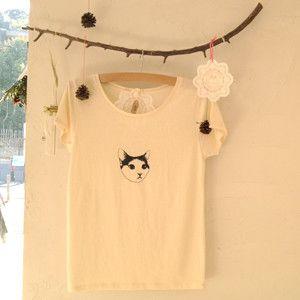 〈サイズ〉M〈素 材〉綿100%〈 色 〉生成り●ブランドコンセプトの猫「Bonnet(ボネ)」をモチーフにあしらったシンプルTシャツです。首の開き具合が程よ...|ハンドメイド、手作り、手仕事品の通販・販売・購入ならCreema。