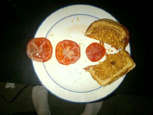 Spicy grilled cheese snd tomato