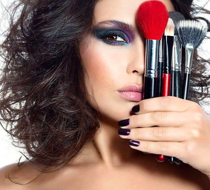 Картинка девушки для рекламы косметики