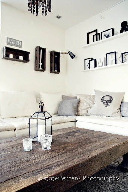 almost exactly what i want for my living room. but with some Red :)