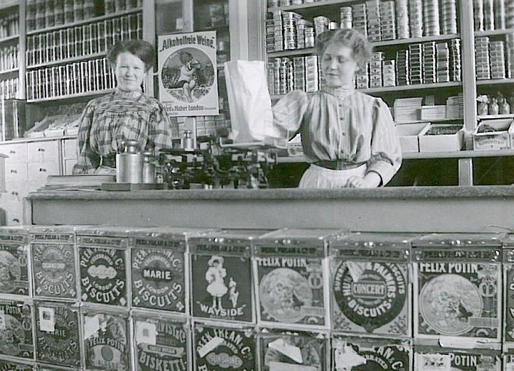 Grocery and fruit store  Hämeenlinna    photo credit: Hämeenlinnan kaupungin historiallinen museo