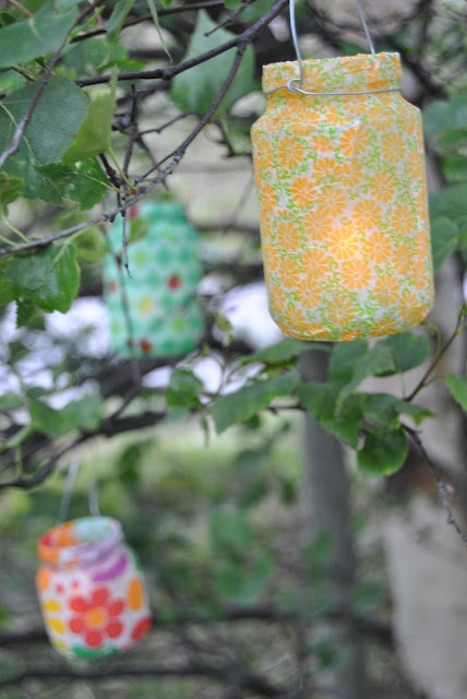 Glazen potjes afgewerkt met crêpe papier