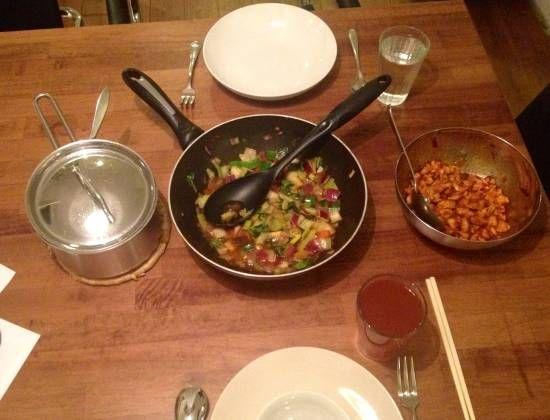 Oosterse kip met roerbak groenten en witte rijst
