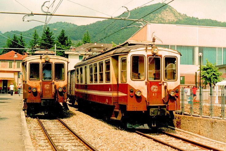 Elettromotrici A1, con carro chiuso 101, ed A2 entrambe del 1929 già Ferrovia Val di Fiemme a Casella Paese il 6 agosto 1996 - (Foto: Riccardo Genova)