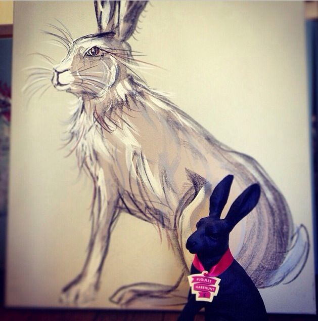 #joules #joulesharehunt Mr.Hare having his portrait done by Caroline Walker #padstow