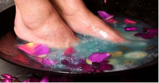 Essential Oil Treatments For Swollen Ankles, Legs and Feet 2