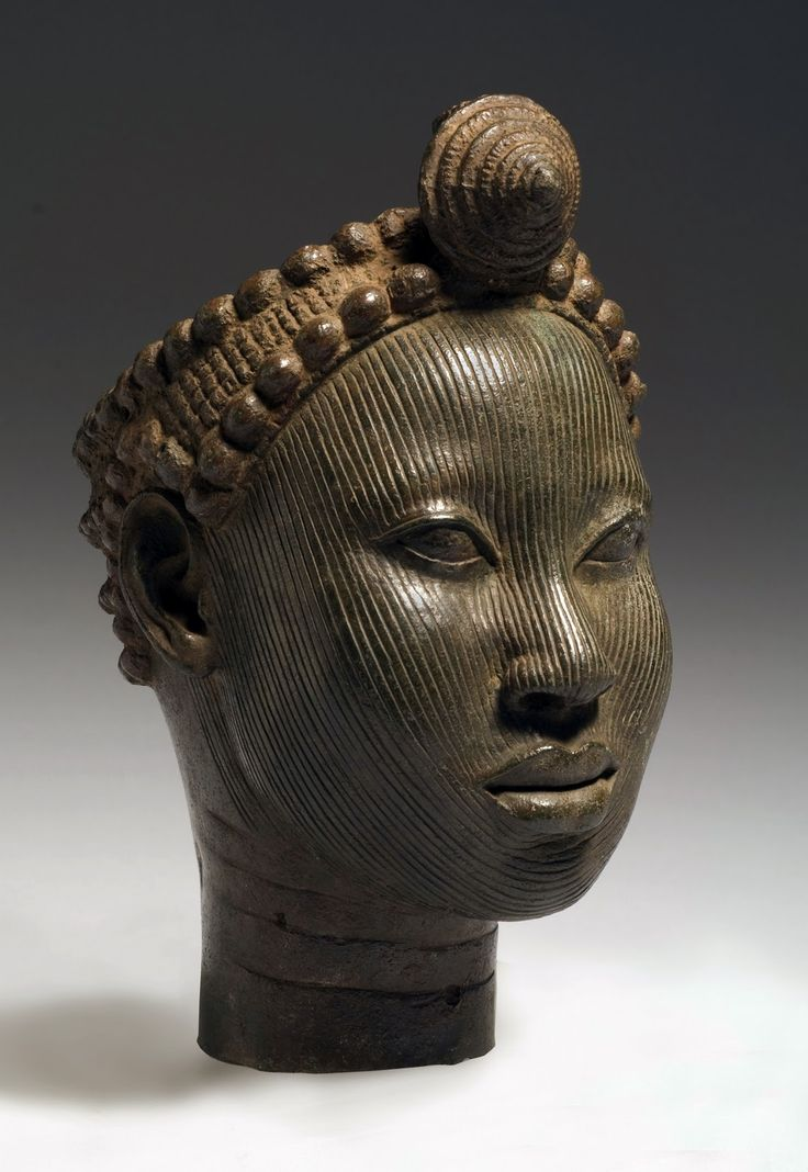Bennin African bronze cast Head with crown. Wunmonije Compound, Ife. 14th-early 15th century. Astounding. I saw an exhibition of thees bronzes in London a few years ago.