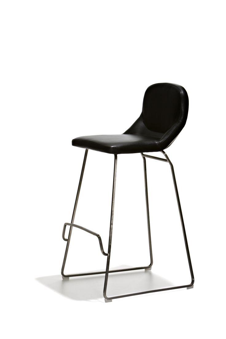Ontario - Barstol i fast höjd med sits i mjukt skinn och underrede i mattborstat stål. Denna stol finns i 2 höjder!