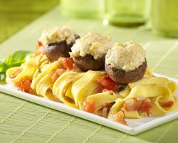 Gevulde champignons met zalm en pasta