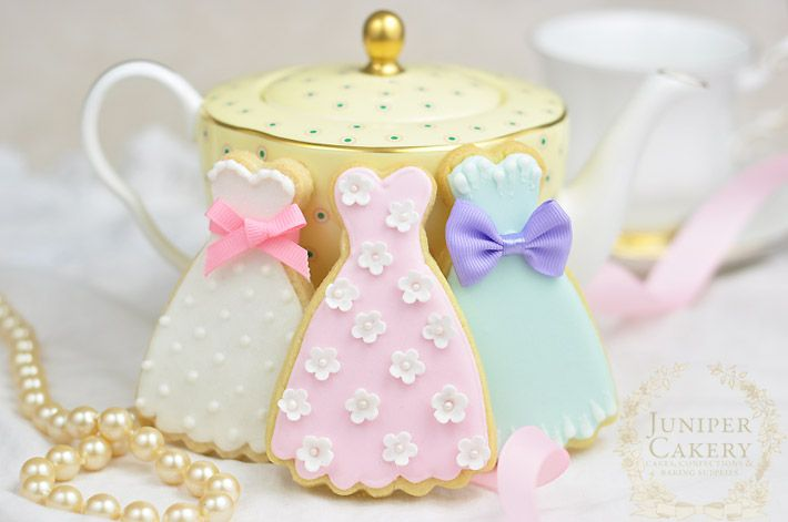 Tips and tricks for decorating cookies with royal icing from Juniper Cakery