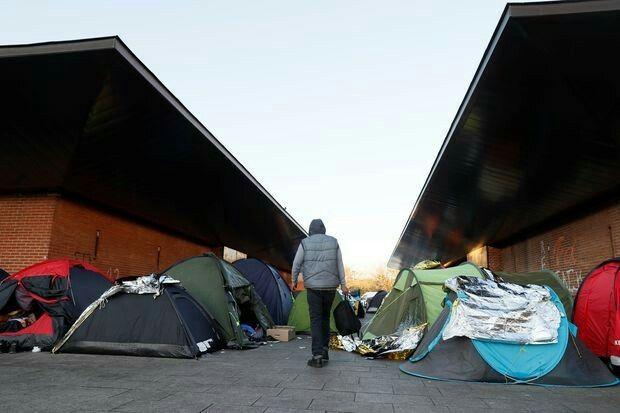 MSF dénonce les violences policières contre les migrants de Paris.
