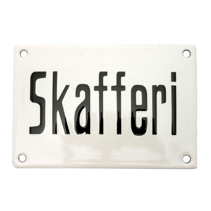 "Emaljskylt ""Skafferi"": http://www.byggfabriken.com/sortiment/skyltar/emaljskyltar/info/produkter/640-608-emaljskylt-skafferi/"