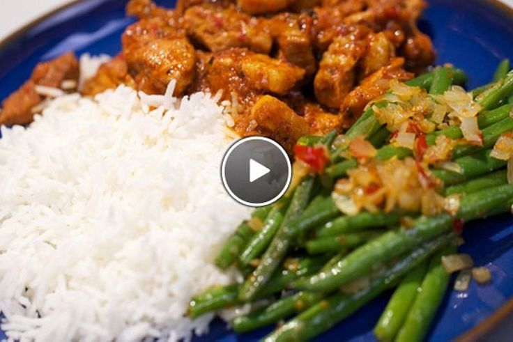 Babi ritja ritja (pittig gestoofd varkensvlees) en snelle sambal goreng boontjes