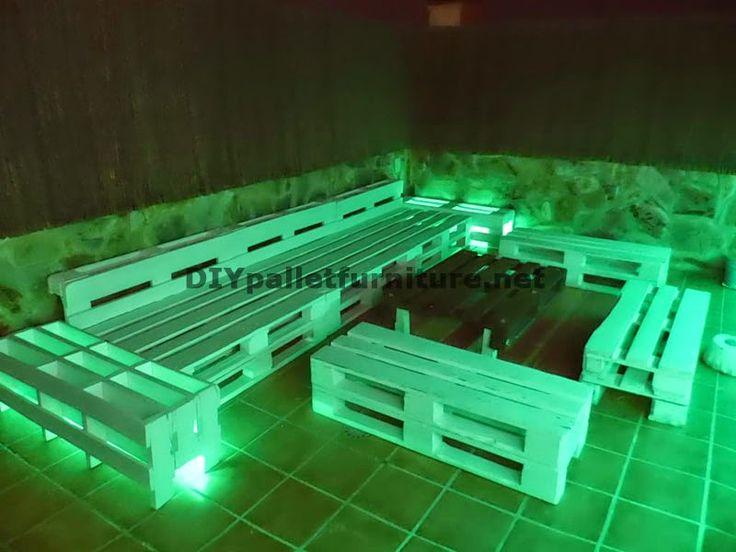 Muebles de palets sof s para terraza chillout y mesa con for Muebles de terraza con palets