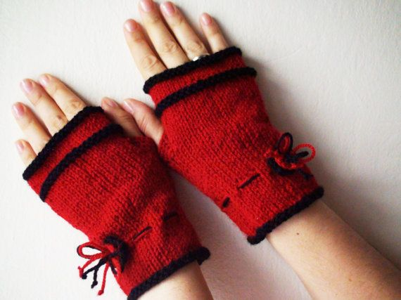Red knitted gloves mittens hand knitted Winter by HelenKurtidu, €25.00