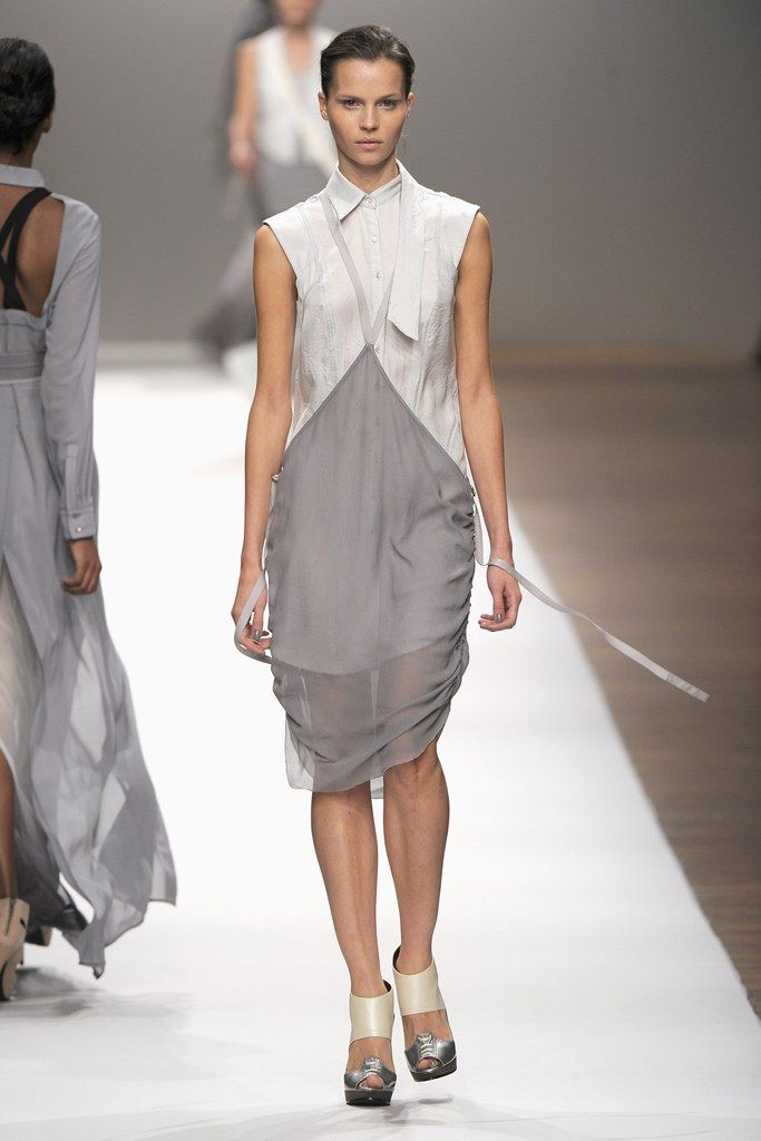 Nicole Miller Spring 2011 Ready to Wear Collection Photos   Vogue