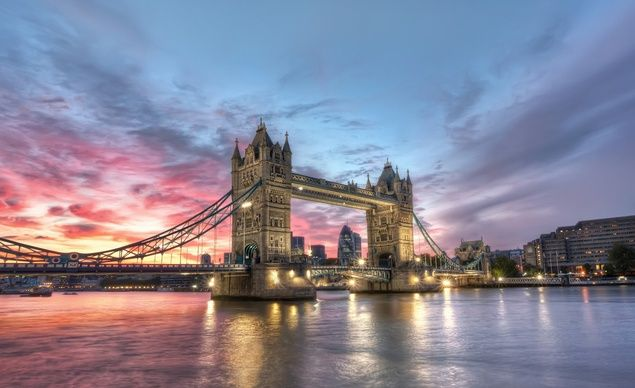 Stunning sunset behind Tower Bridge, one of the most iconic locations in London. (From: 12 GORGEOUS Images of the 'Golden Hour' Around the World)