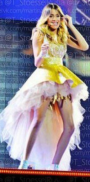 Me encantaron los looks que lleva Tini en el concierto ♥