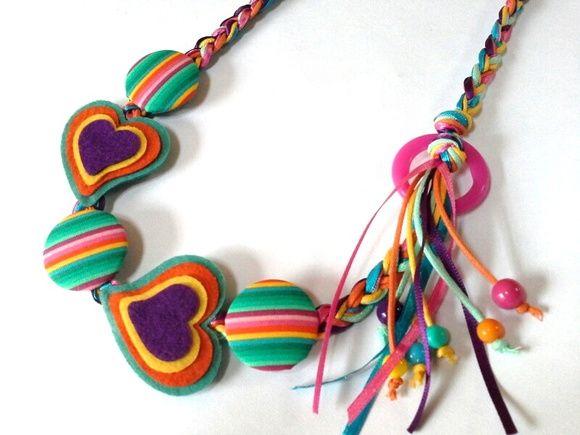 Colar artesanal em tecidos de algodão e feltro.  Uma linda combinação de cores e formas.  Pra alegrar o visual !! R$ 38,00