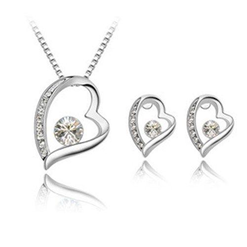 Sydänkaulakoru ja -korvakorut kirkkaalla kristallilla  Korun tilaus- ja hintatiedot löytyvät osoitteesta: http://www.samaskoru.fi/tuote/sydankaulakoru-ja-korvakorut-kirkkaalla-kristallilla/  #korut #kaulakoru #jewelry #necklace #fashion  www.samaskoru.fi