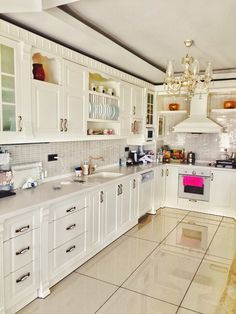 Ev Gezmesi - Country ve modern İngiliz stillerinin karışımı şık ve konforlu bir ev.
