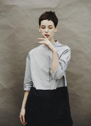 パリッとハリのあるシャツを凛として着こなしたいですね。