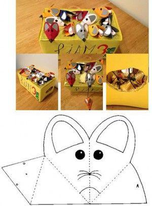 Kartonnen doos als 'kaas'. Kartonnen muisjes met een dropveterstaart en gevuld…